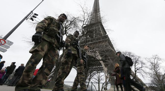 "French soldiers patrol near the Eiffel Tower in Paris as part of the ""Vigipirate"" security plan December 23, 2014. French security forces stepped up protection of public places on Tuesday after three acts of violence in three days left some 30 wounded and reignited fears about France's vulnerability to attacks by Islamic radicals.  (REUTERS/Gonzalo Fuentes)"